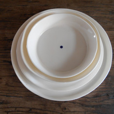 porselein servies met blauwe stip