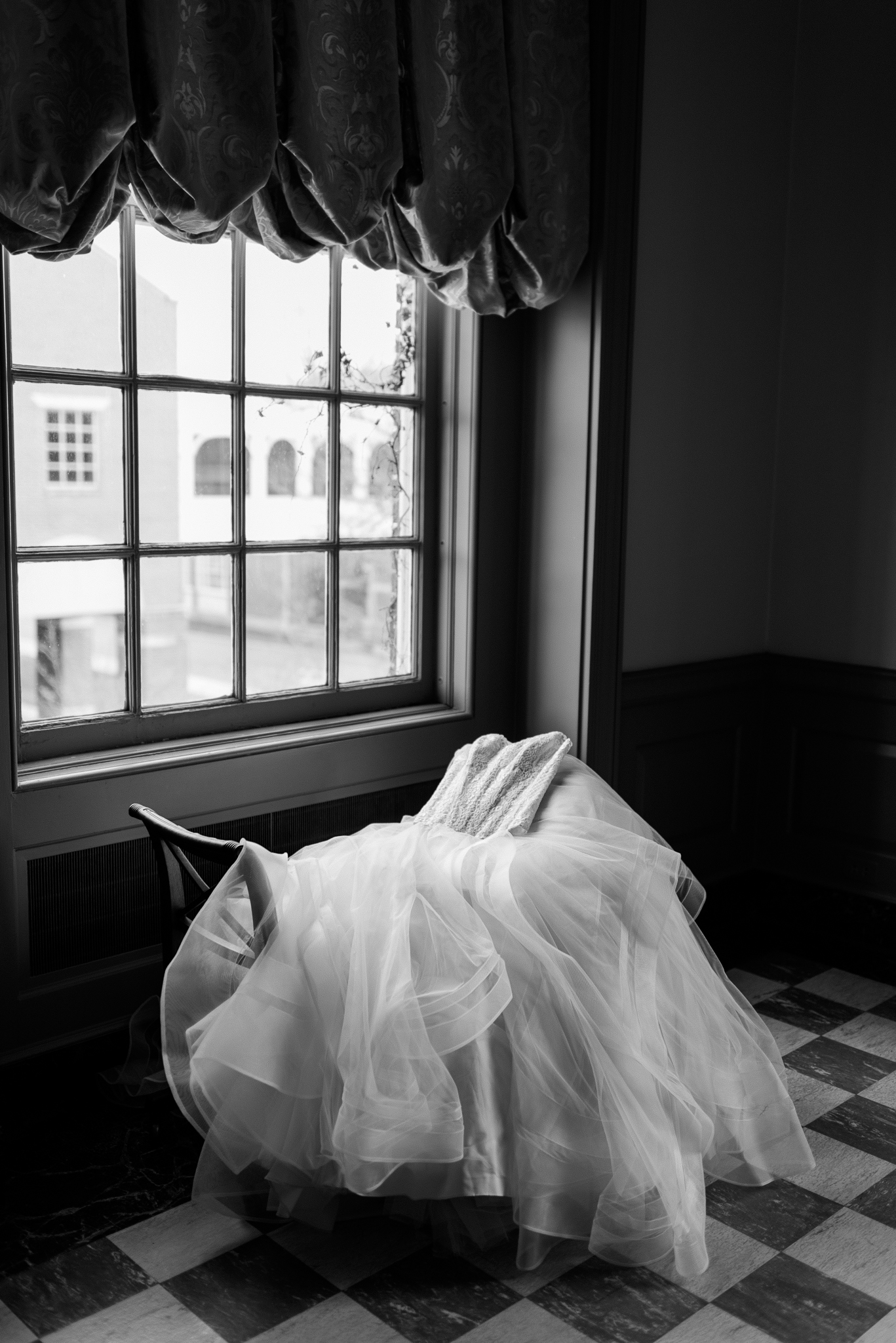 classic-timeless-high-end-luxury-the-henry-ford-lovett-hall-wedding-photo-37