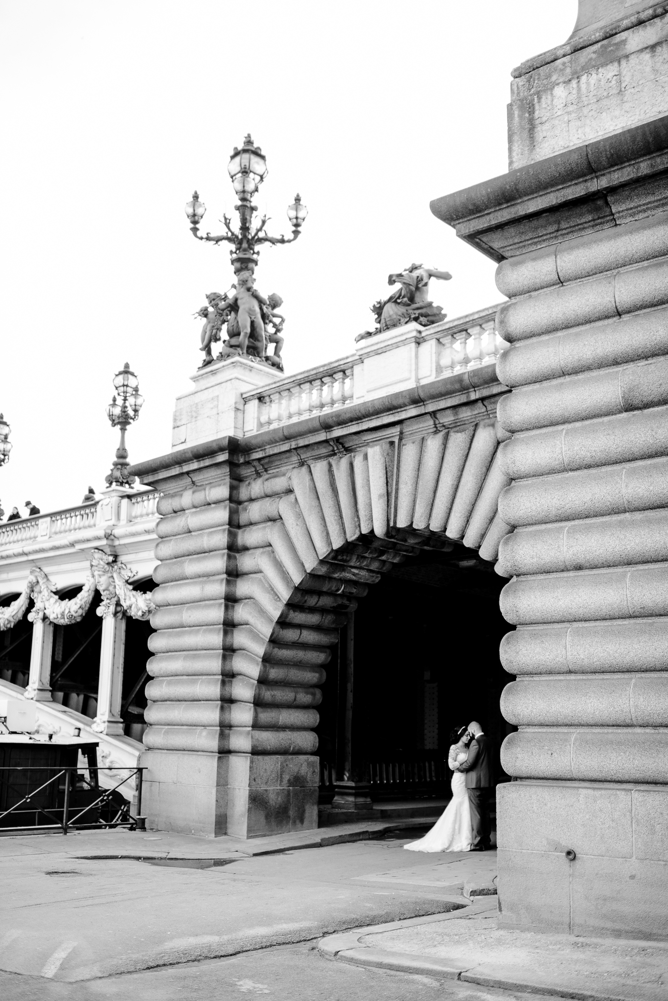 destination-pont-alexandre-III-bridge-paris-france-wedding-photo-5