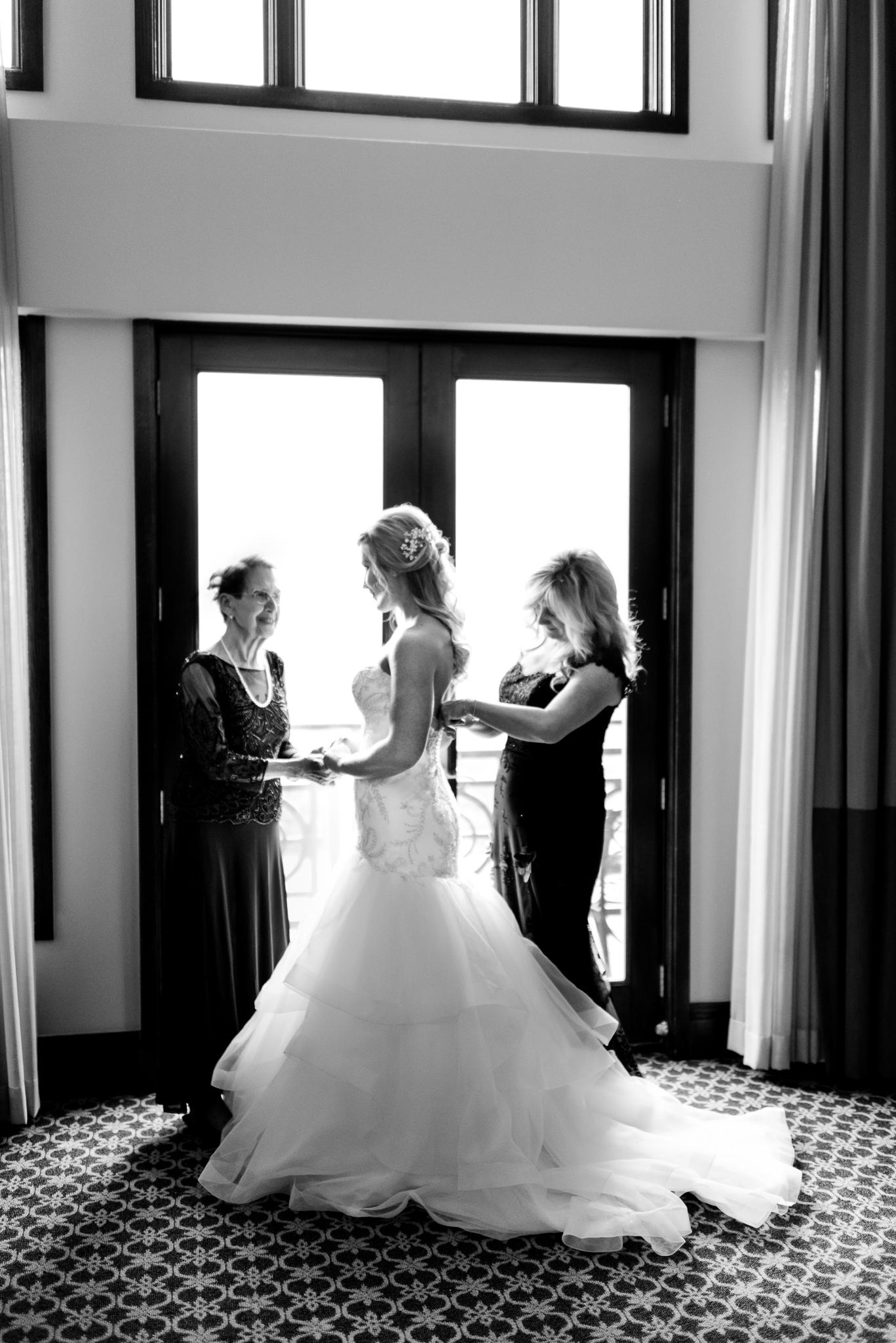 the-inn-at-st-johns-grande-ballroom-elegant-plymouth-michigan-wedding-photo-41