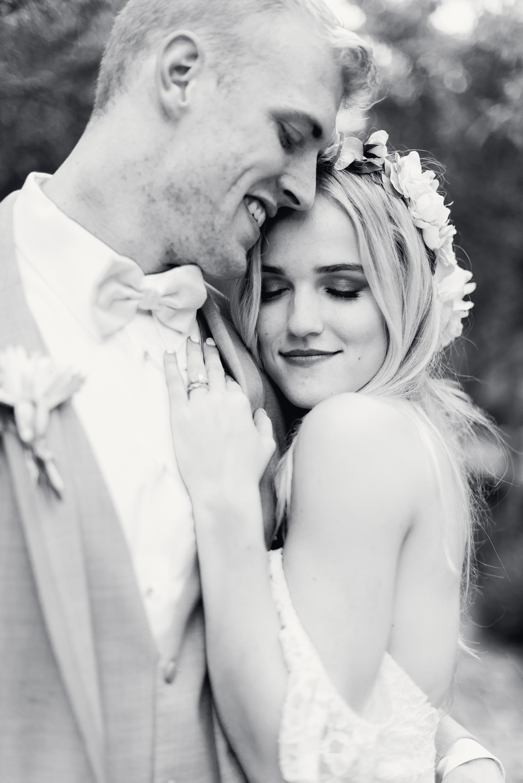 wellers-carriage-house-saline-mi-elegent-outdoor-wedding-photo-1-2
