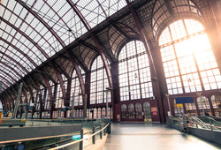 airport-arched-window-architecture-44742