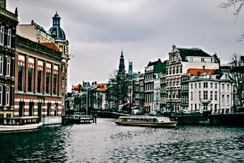 amsterdam-architecture-boat-967292.jpg