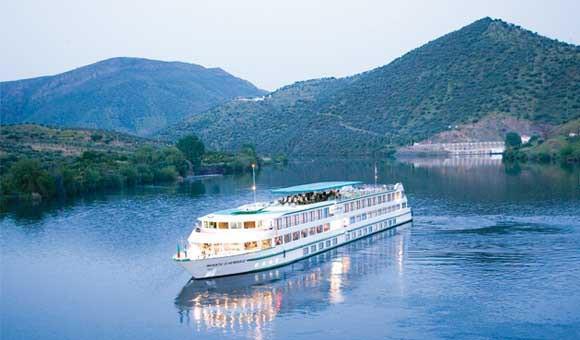 River cruise ship Infant D'Enrique