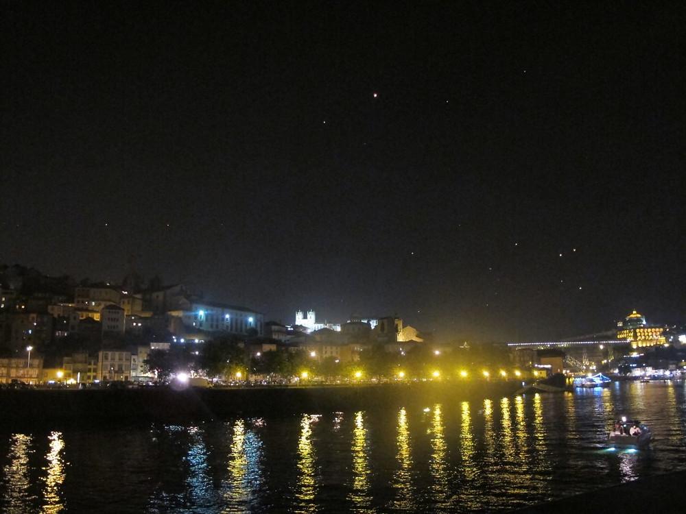 Do'uro River at night.