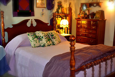 violet room, qeen bed, bed & breakfast, Lancaster PA