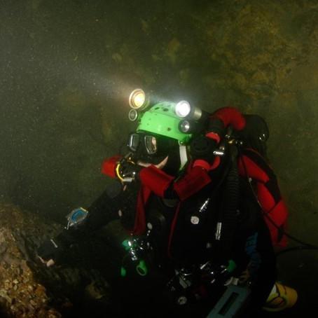 Exploração das galerias submersas da gruta do Almonda