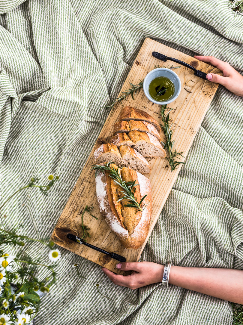 Reclaimed wooden serving board photo by https://www.gourmandpixels.com