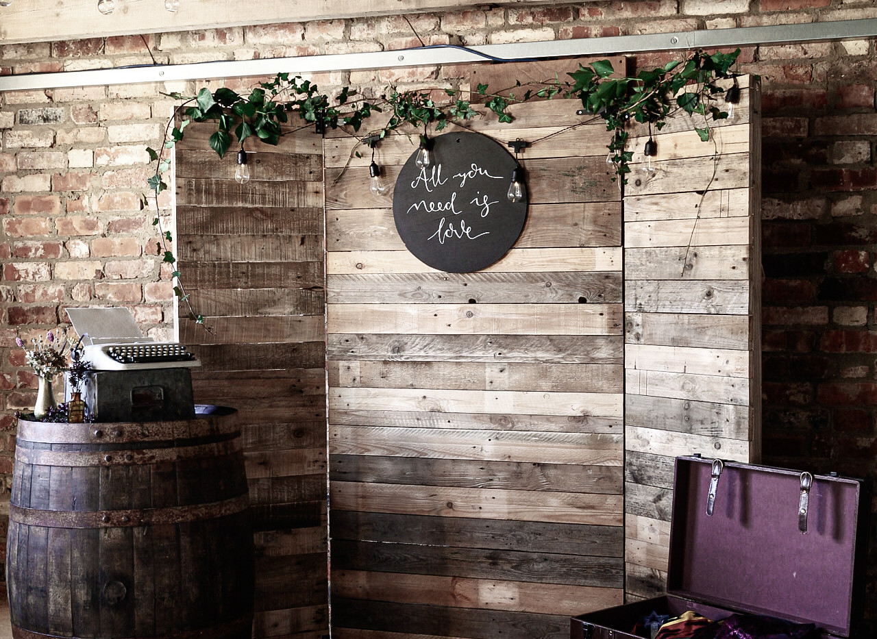 DIY Rustic Photobooth