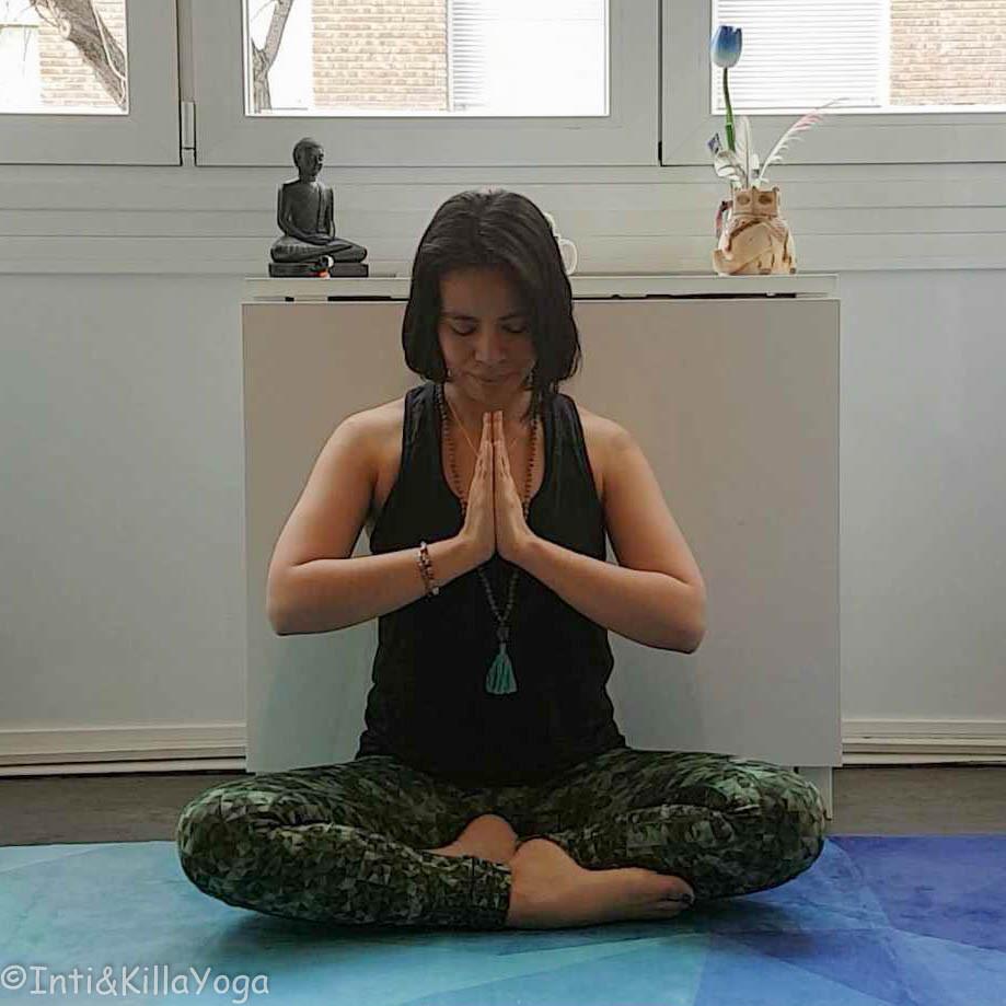Atmanjali Mudra (gesto de oración, saludo, respeto, brinda calma, tranquilidad)