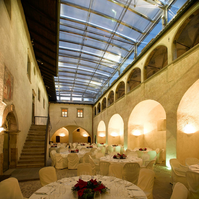 2_Innenhof Schloss Maretsch.jpg