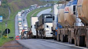 Projeto perdoa multas de caminhoneiros que se manifestaram em 2015