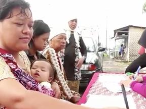 Na Indonésia, pacientes podem trocar lixo por tratamento médico