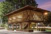 Biblioteca comunitária é exemplo de iluminação e ventilação natural