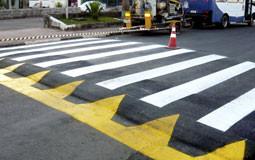 Prefeitura de Porto dos Gaúchos  inicia construção de faixas eleva- das para travessia de pedestres