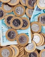 Dinheiro, R$ 100,00 reais e  moedas