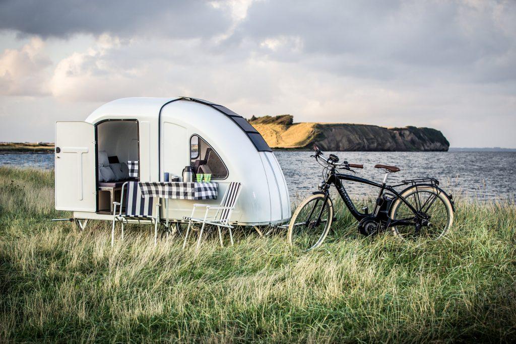 """Micro trailer dobrável pode ser acoplado em bike para """"escapar"""" da cidade"""