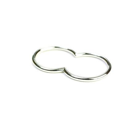 Binary ring in platinum