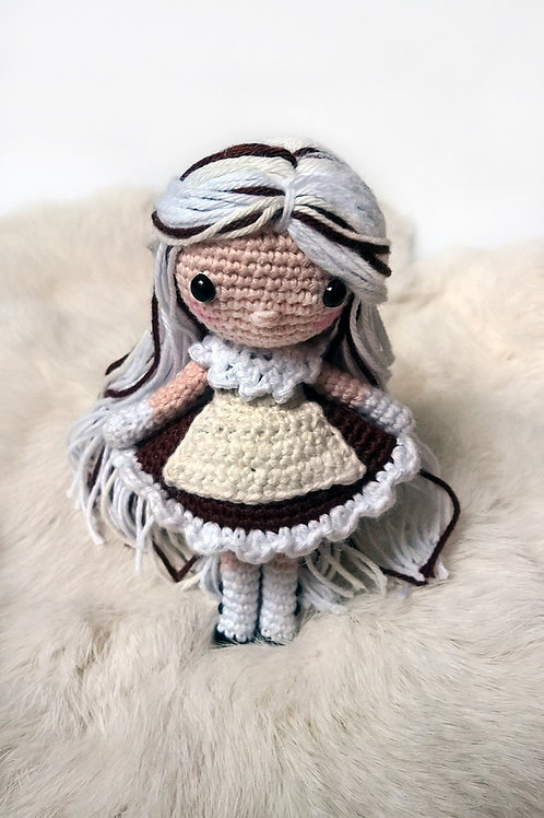 Mocha - Shia Doll - Dutch Pattern