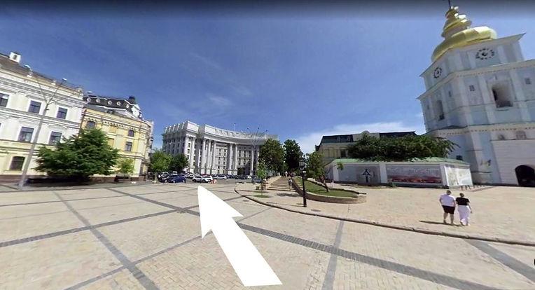 Михайловская площадь Леон 2.jpg