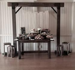 Farmhouse Sweetheart Table = $45