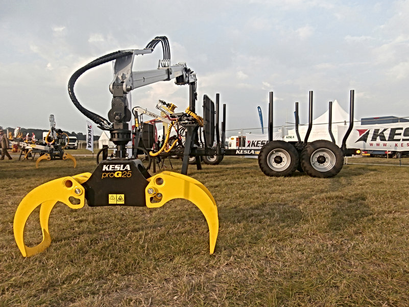 timber trailer, kesla, forestry trailer, drive trailer, forestry crane, forestry loader, driving trailer, caledonian forestry