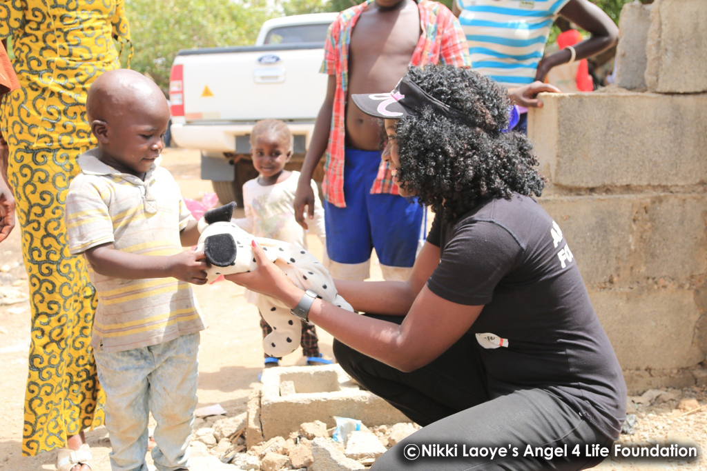 Nikki-Laoye-giving-a-toy-to-a-displaced-child.jpg