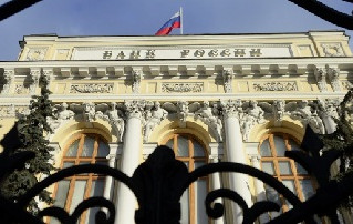 Банки получили право блокировать валютные контракты клиентов