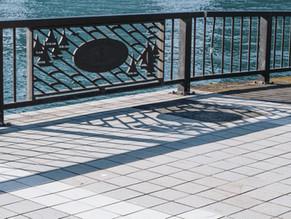 水門に阻まれる隅田川テラス