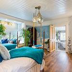 Pondicherry En-suite Bedroom with Swing