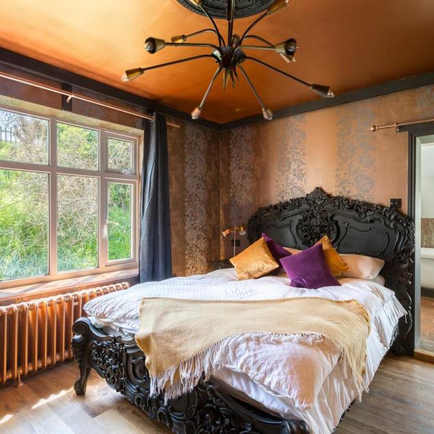 The Bling En-suite Bedroom 2.jpg