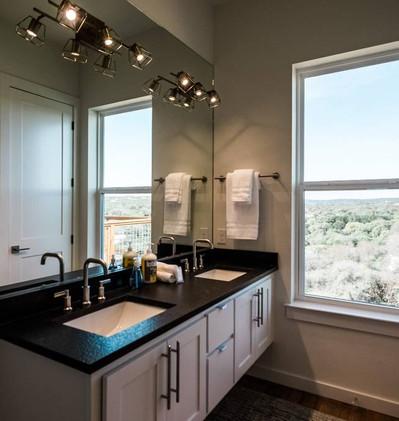 Primary En-suite Bathroom with Walk-in Shower