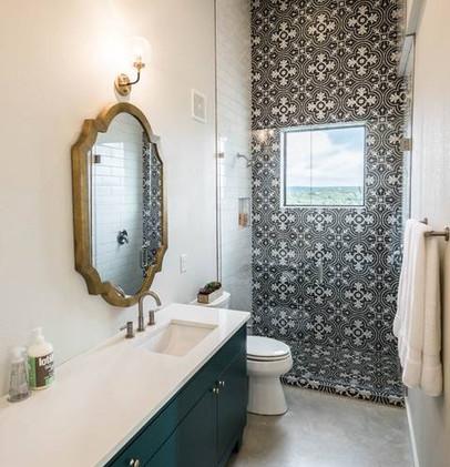 Bathroom (1 of 5)