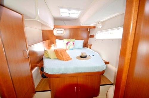 queen cabins 3