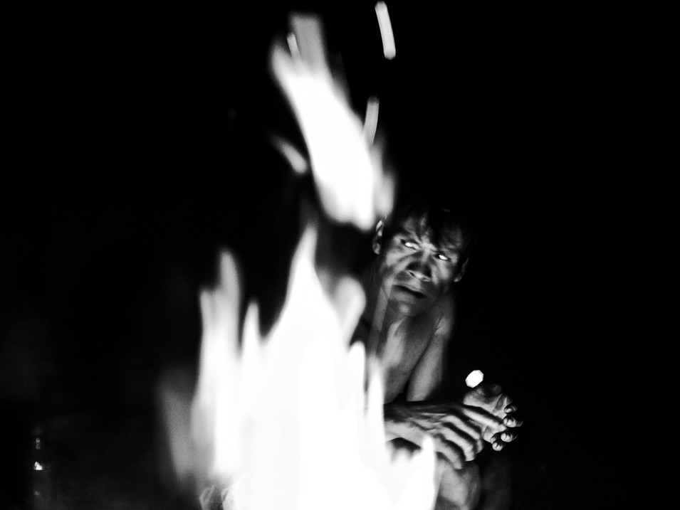 "In April, 2018, Aladino, a native Bora shaman, is in one of the night sessions of conversation with the spirits inside the Bora ""maloca"", near the village of Pebas, in the Amazon region. These sessions are to offer elements of the Bora tradition such as the coca plant, tobacco and ""ampiri"" (a mixture of tobacco with salt from forest trees). Only by doing all that, he can ask the spirit's protection and to keep his enemies from rival tribes away from him and his family."