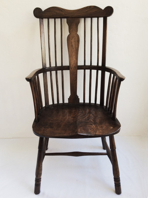 Comb Back Elbow Chair with Splat