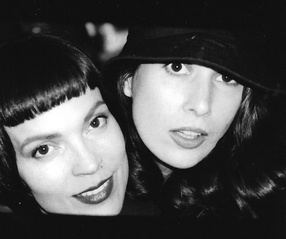 Elizabeth Gracen & Darcy Liddell, Paris, France, 1999
