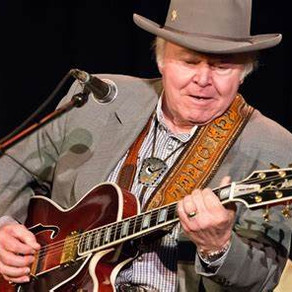 Pickin' & Grinnin': The Story of Country Star Roy Clark