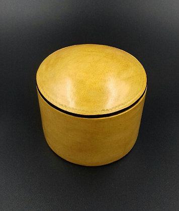 Boite en cuir jaune