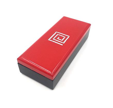 Boite rectangulaire en laque rouge et noire