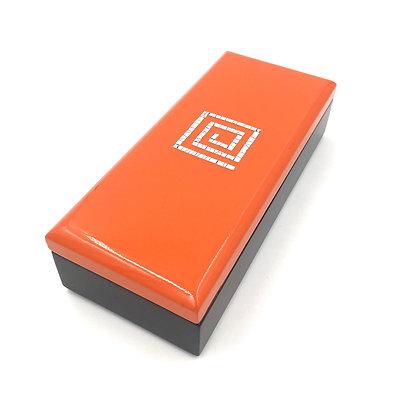 Boite rectangulaire en laque orange et noire