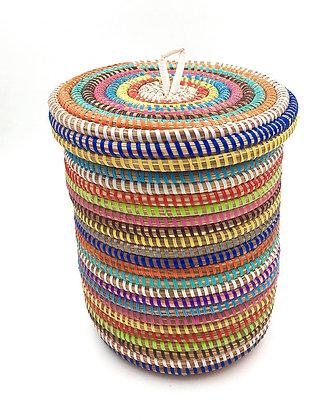 Panier multicolore en paille tressée