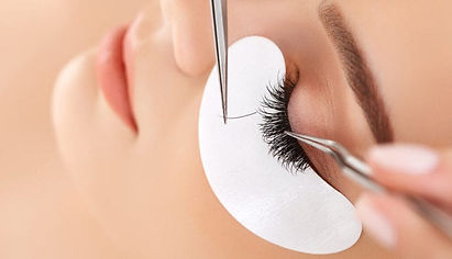 are-eyelash-extensions-worth-it-841x483.
