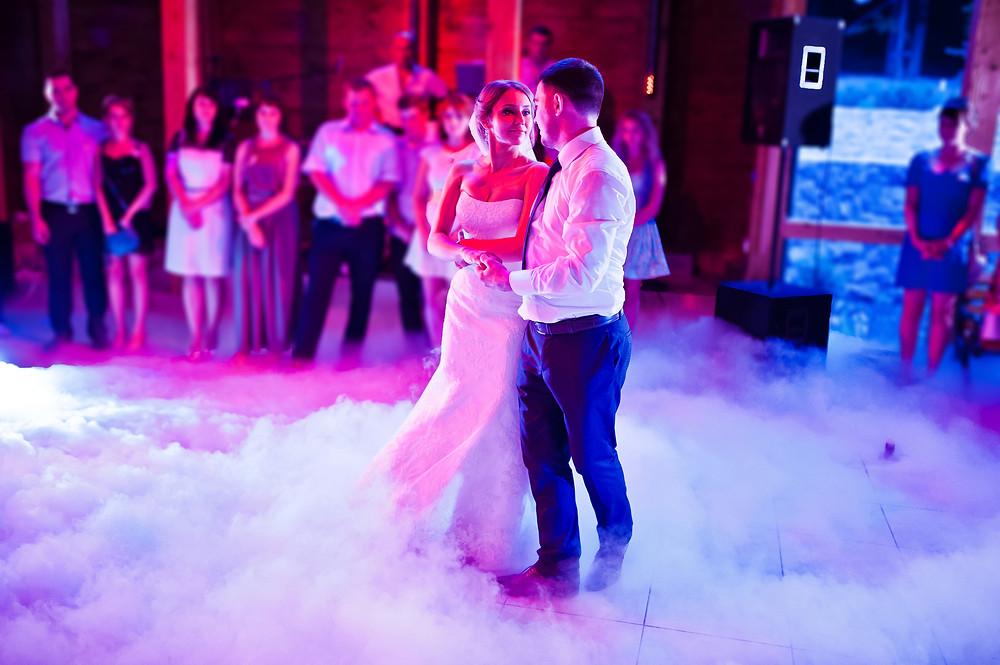 Fumée lourde pour accompagner l'ouverture de bal mariage