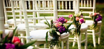 décoration florale chaises de cérémonie.jpg
