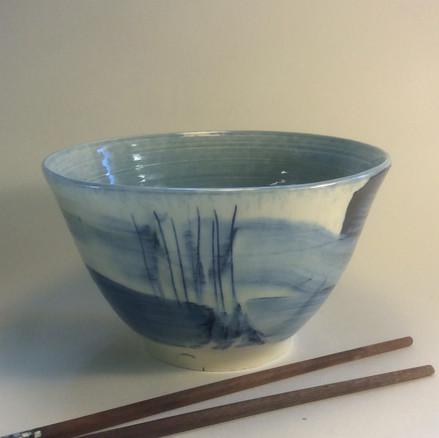 Blue large bowl 'willow pattern'