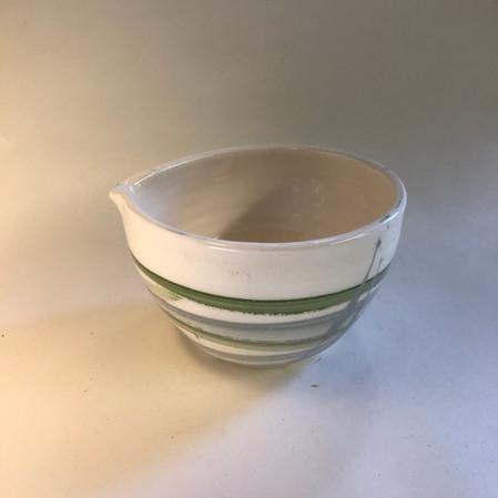 Pouring bowl white & green (B002)