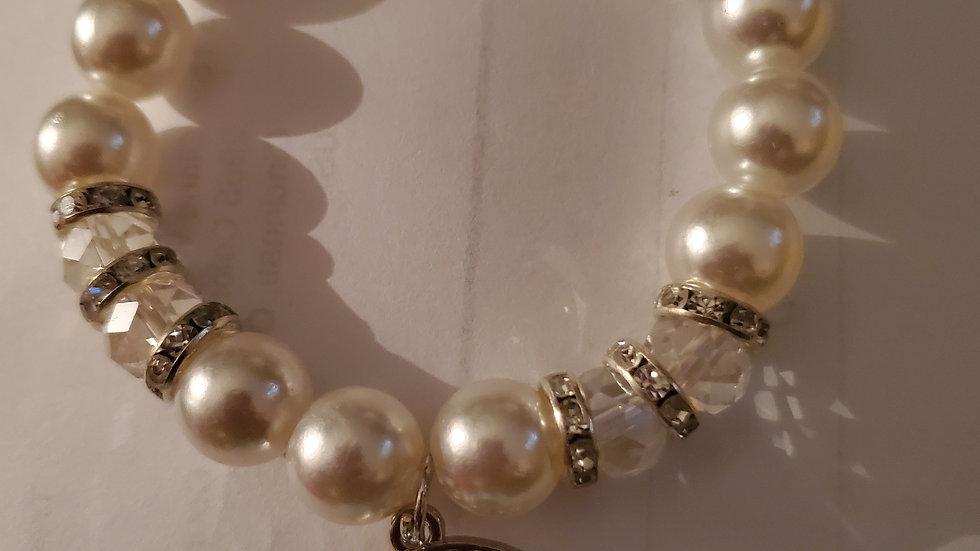 Zeta Hand Pearl Bracelet