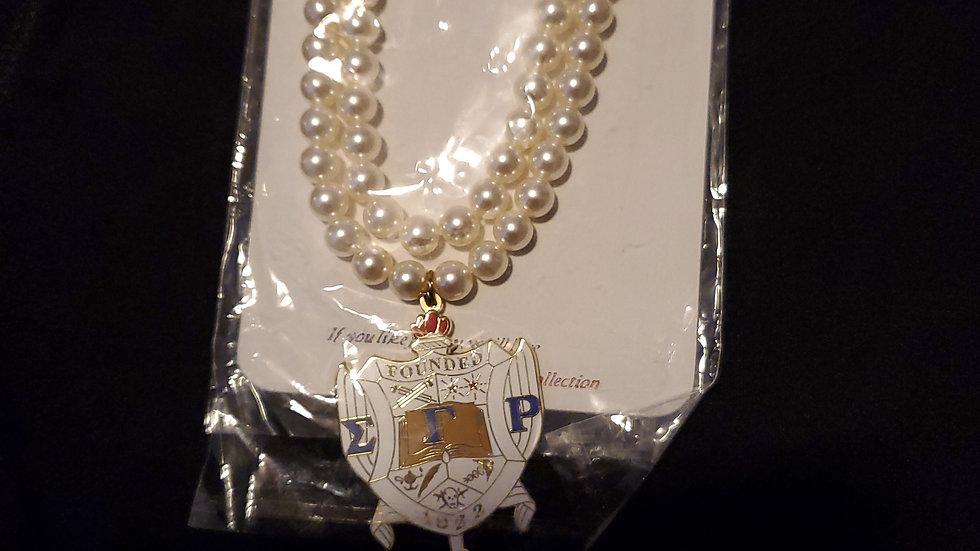 Sgrho Big Shield Pearl Necklace