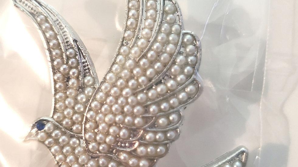 Zeta Pearl Dove pin